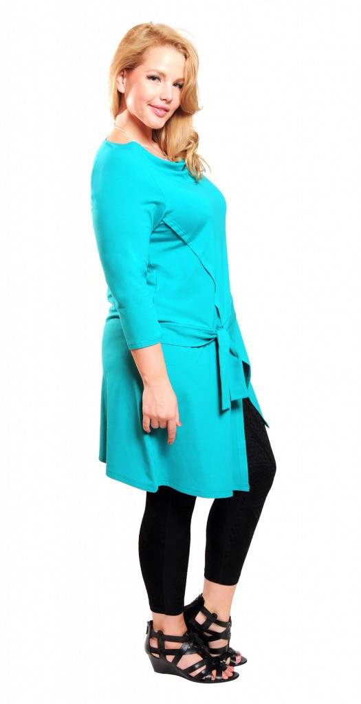Elly Mayday, wearing Explore Tunic (Colour: Lake) by Diane Kennedy.