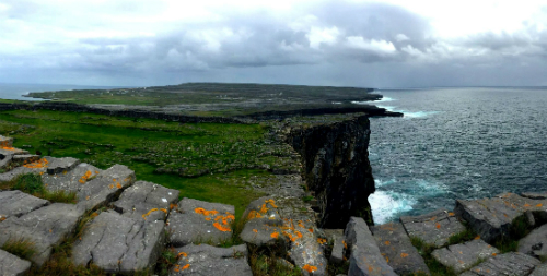dun-aonghasa-cliffs