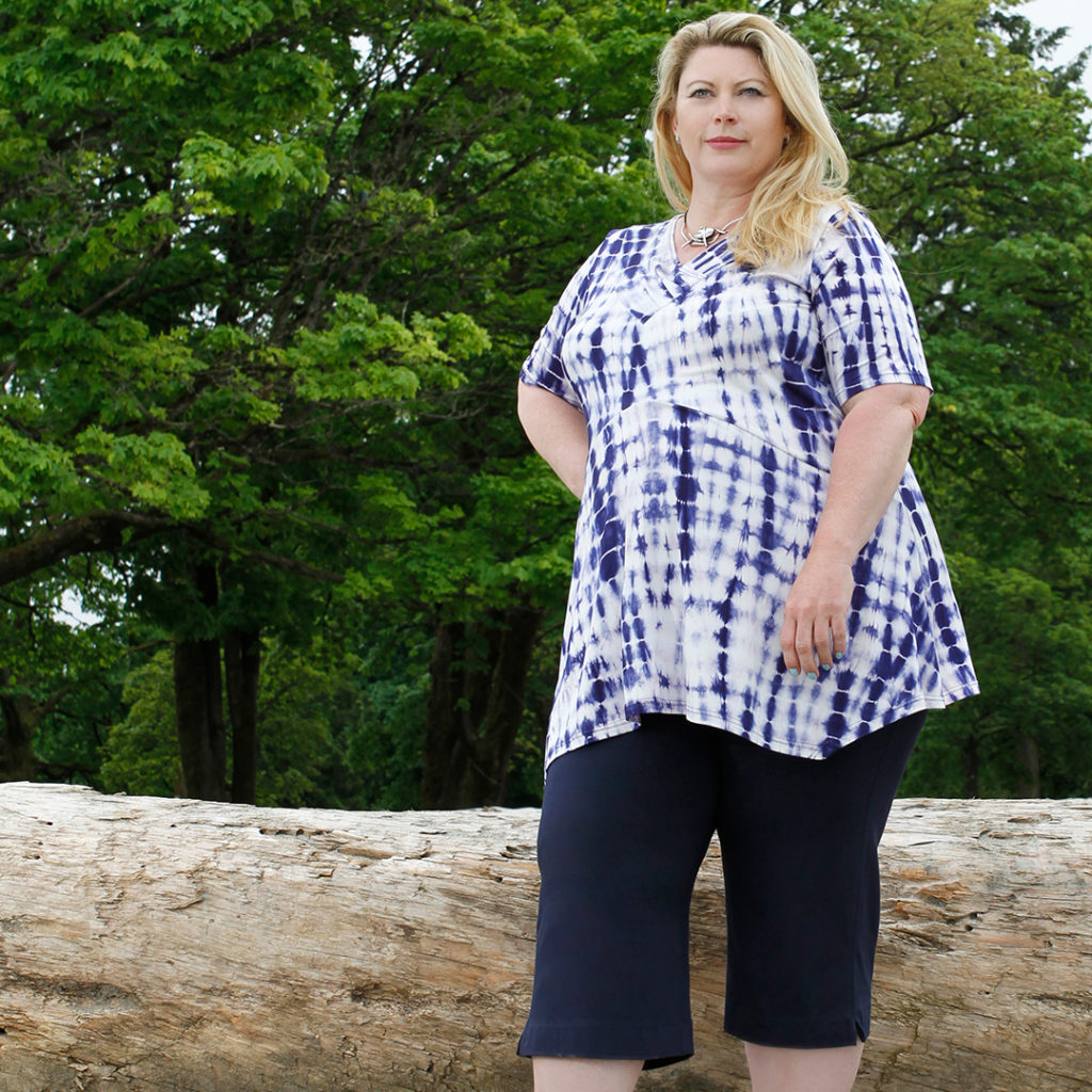 A Diane Kennedy Spring Fashion outfit of the Feature Tunic in Purple Tie Dye and Navy Flight Capri's.
